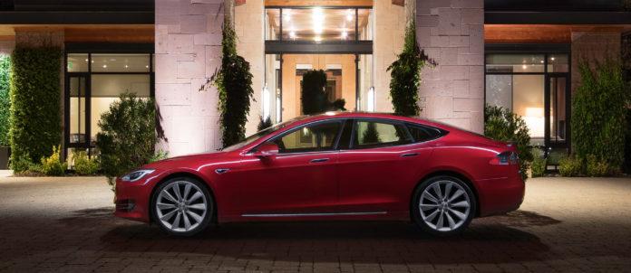 Viele Elektroautos fahren bereits laut- und weitgehend emissionslos. Die meisten davon sind von Tesla. Grund genug für eine Testfahrt mit Musks Gefährt.