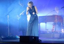 Die Power-Stimme der französischen Chansons ist nach drei Jahren Absenz von der Bühne mit neuem Album zurück: Und wie! Die Protagonistin taucht auf.