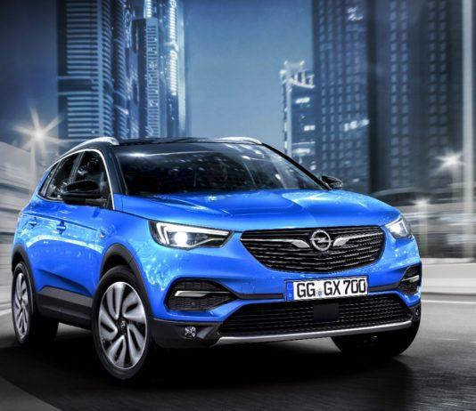 Auch Opel setzt auf Offroader. Beim Grandland X trifft Sportlichkeit auf Abenteuerlust: Moderne, dynamische Linien und insgesamt ein cooler Offroad-Look.