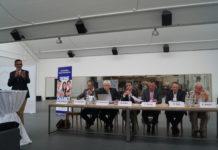 Der VSRT-Vorstand ist an einem Tisch der diesjährigen GV mit dem Präsidenten zuständig.