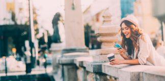 Frau mit dem Handy