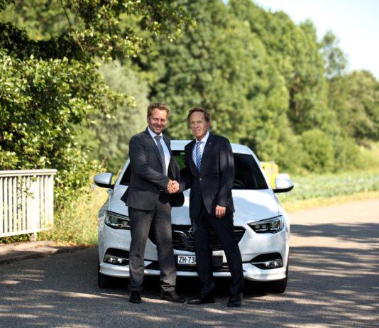 Opel mit dem neuen und dem scheidenden PR-Manager