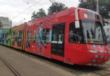 Tram mit Lenovo-Beschriftung