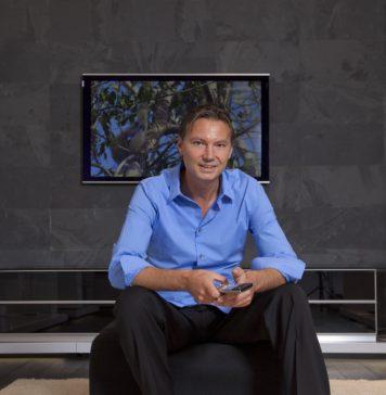 Marco Wegmüller sitzt auf einem Stuhl