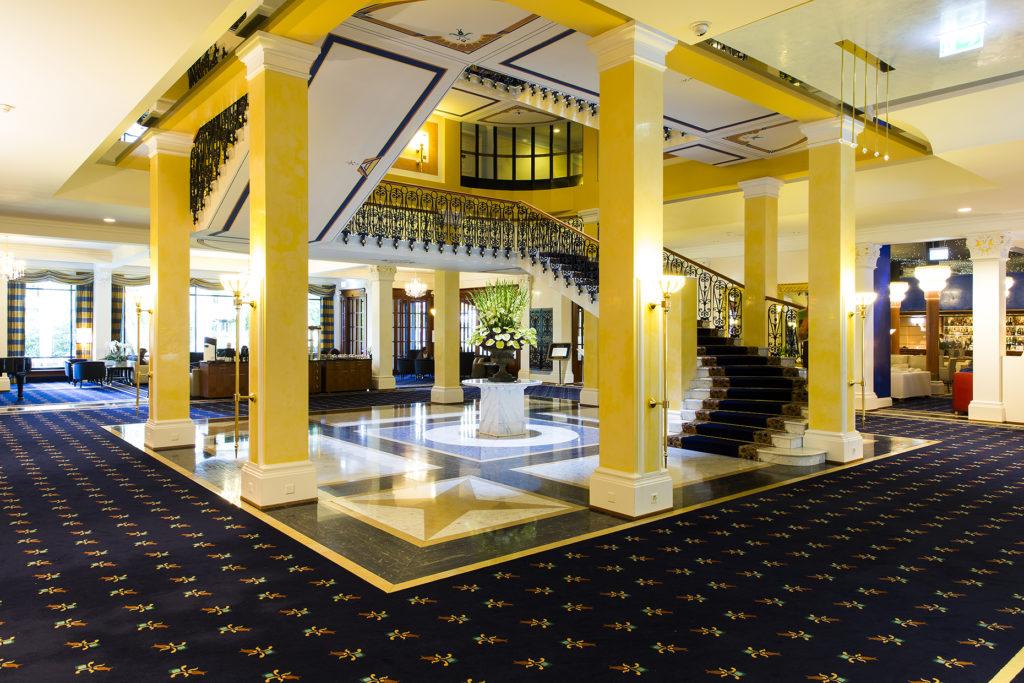 Die Lobby des Grand Hotel Quellenhof in Bad Ragaz