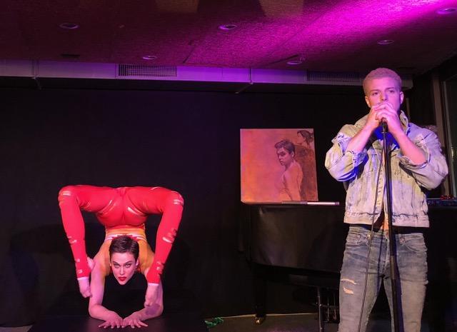 Nina Burri in motion mit Sänger Lucas Fischer