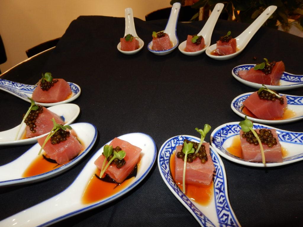 Belga-Kaviar auf Lachswürfel