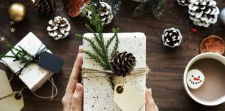 Weihnachtsgeschenk Symbolbild