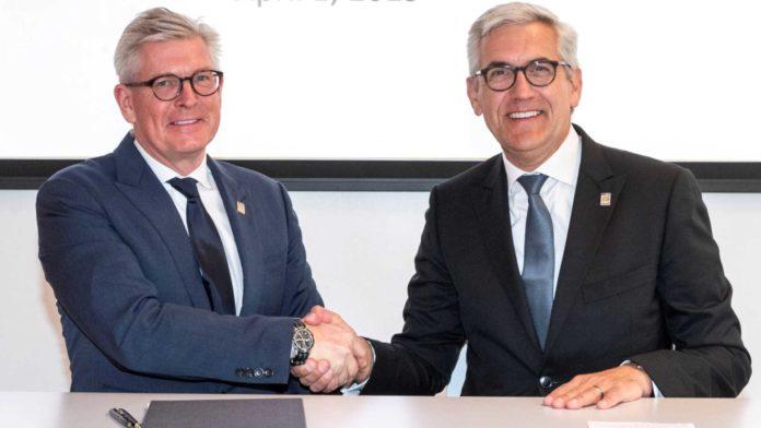 Ulrich Spiesshofer und Börje Ekholm bei Unterzeichnung der Absichtserklärung