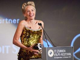 Stone zeigte sich sehr gerührt. In ihrer Dankesrede sprach sie davon, wie sie ihr Beruf gelehrt habe, die Menschen zu lieben. (Quelle: ZFF)