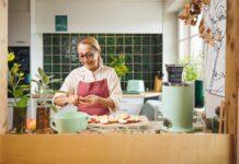 Tanja Grandits beim Kochen (Quelle: Novis).